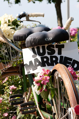 just-married-bicycle-flowers