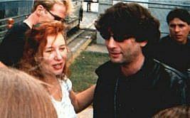 Como se fosse Neil Gaiman segurando a mão de Tori Amos